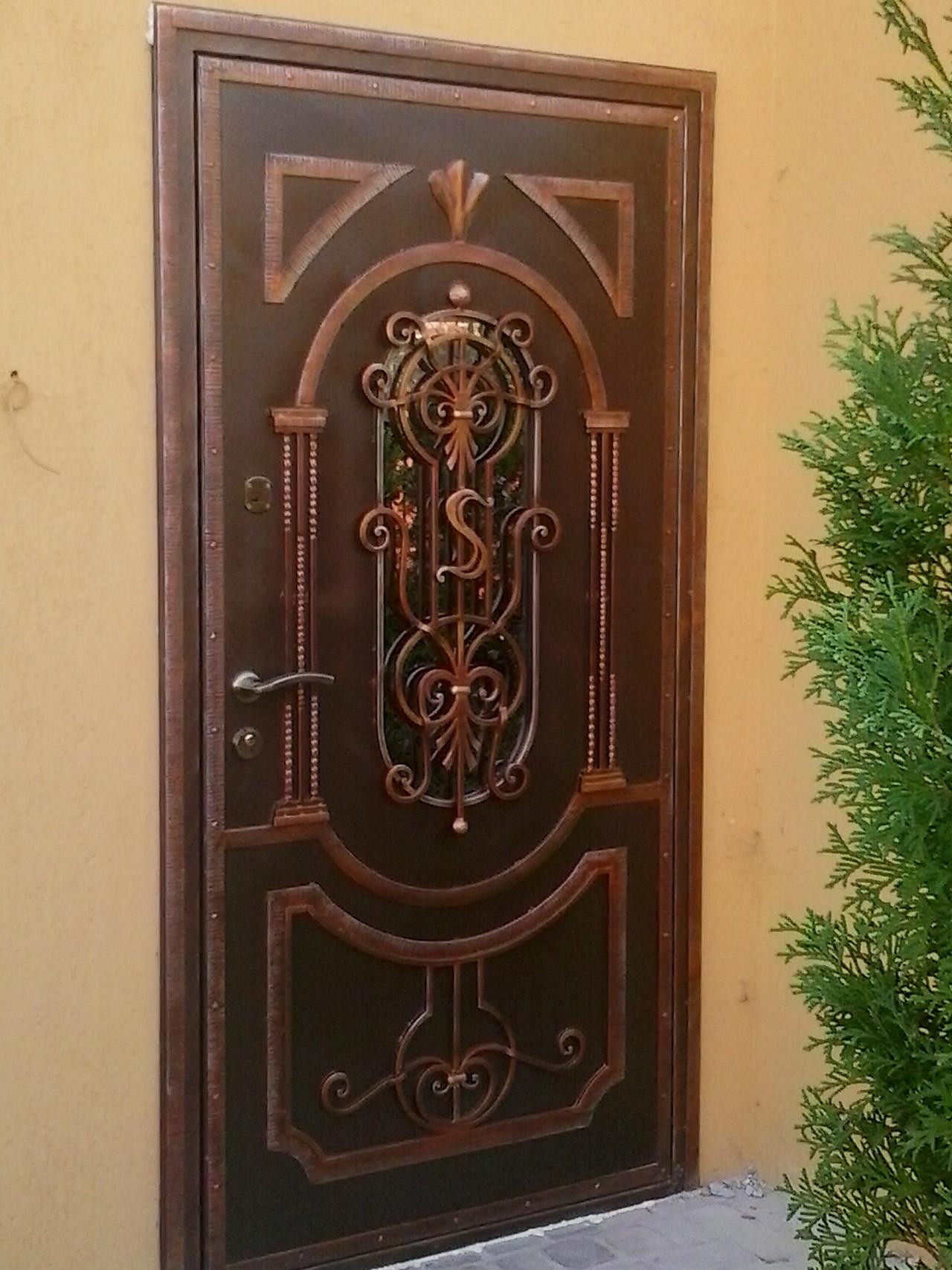 входная дверь наружу